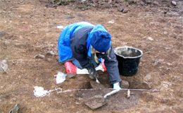 Fig. 20: Emptying am Iron Age pit, Howburn 2005.